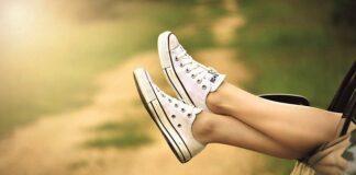 czym wyczyścić białe buty