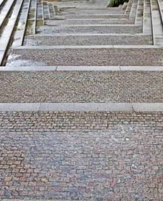 Czy schody zewnętrzne z kostki to dobra idea